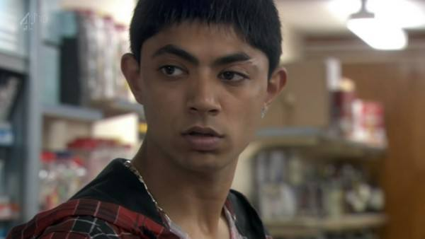 Elliott Tittensor and Qasim Akhtar In Shameless S08 E04