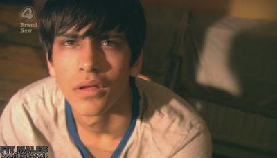 Skins Episode 5: Luke Pasqualino Shirtless, Underwear and Wet image