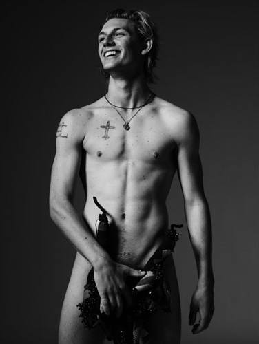 Unseen Alex Pettyfer photoshoot pictures
