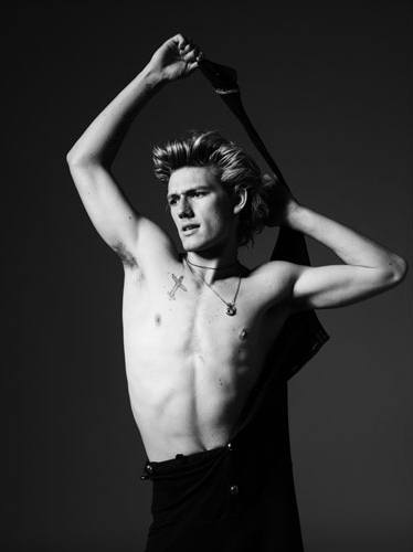 Unseen Alex Pettyfer photoshoot pictures image