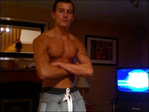 Elliott Tittensor Candid Pictures   including shirtless image