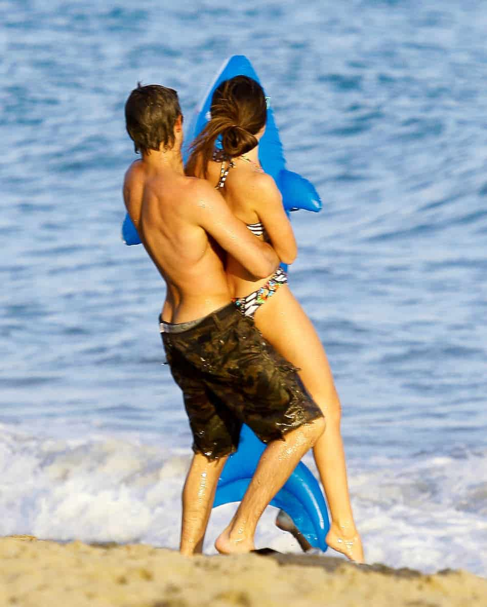 Zac Efron Shirtless and Butt Crack