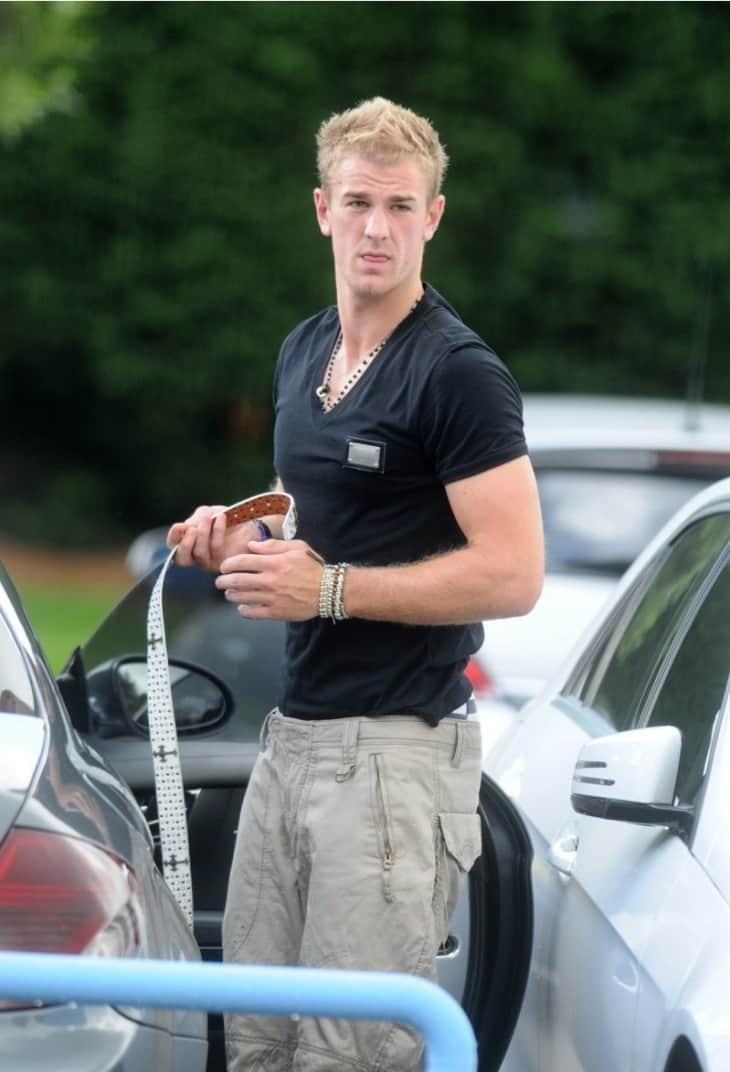 Joe Hart, Manchester City and England goalkeeper, changing his trousers in the car park at the Carrington training ground. He flashes his Bjorn Borg boxer shorts.Pictured: Joe HartRef: SPL203041  170810  Picture by: Splash NewsSplash News and PicturesLos Angeles:	310-821-2666New York:	212-619-2666London:	870-934-2666photodesk@splashnews.com