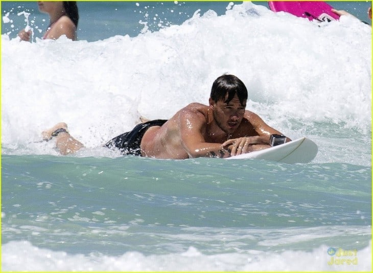 Liam Payne Surfing On The Gold Coast