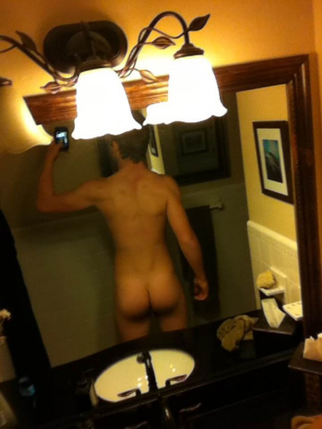Hung Aussie Lad With Amazing Bubble Butt
