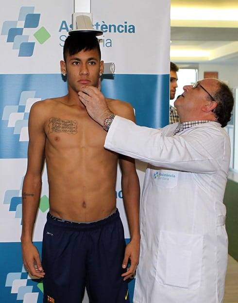 cristiano-ronaldo-680-neymar-body-shirtless-and-skinny-doing-the-medical-tests-before-signing-for-barcelona