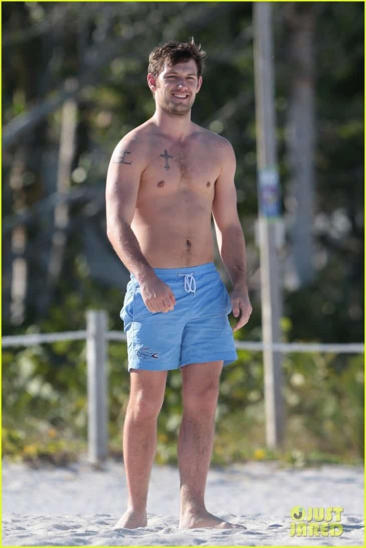 alex-pettyfer-goes-shirtless-sexy-for-miami-beach-day-01