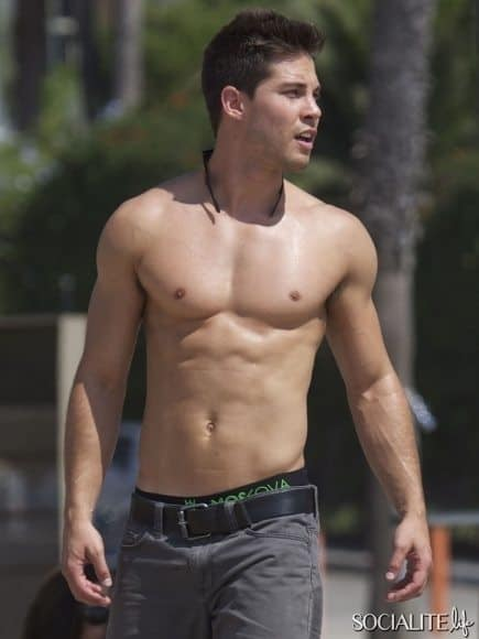 dean-geyer-shirtless-skateboarding-10042012-07-435x580