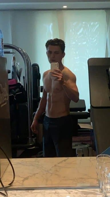 Tom Holland - Tom Holland Shirtless